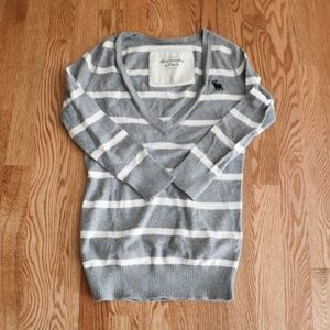Abercrombie & Fitch V-Neck Gray & White Sweater
